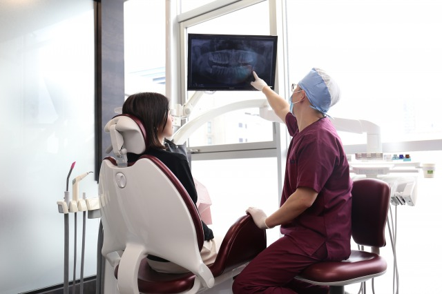 銀座・東銀座の歯医者_銀座みらい歯科_銀座みらい歯科院長による丁寧な治療説明