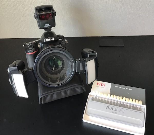 銀座みらい歯科でセラミック治療で使用する口腔内を撮影する専用のカメラと歯の色見本